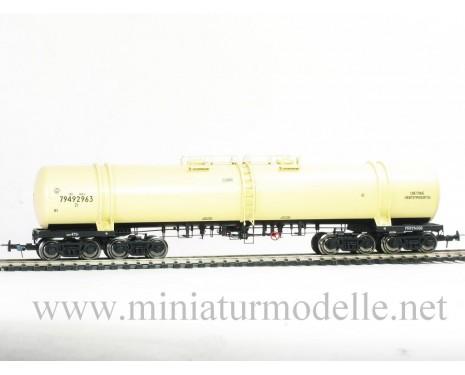 1:87 H0 8-Achsigen Kesselwagen mod. 15-871 zum Transport von Erdolprodukte, beige, SZD, 4. Epoche