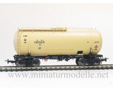 1:87 H0 Tank wagon mod. 15-1447 of the SZD livery, era 4, small batches model