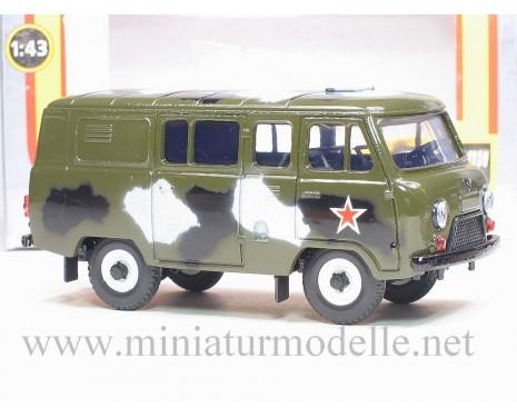 1:43 UAZ 39099 bus van, camouflage military