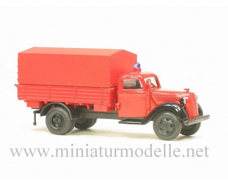 H0 1:87 Ford G917T truck with canvas top fire