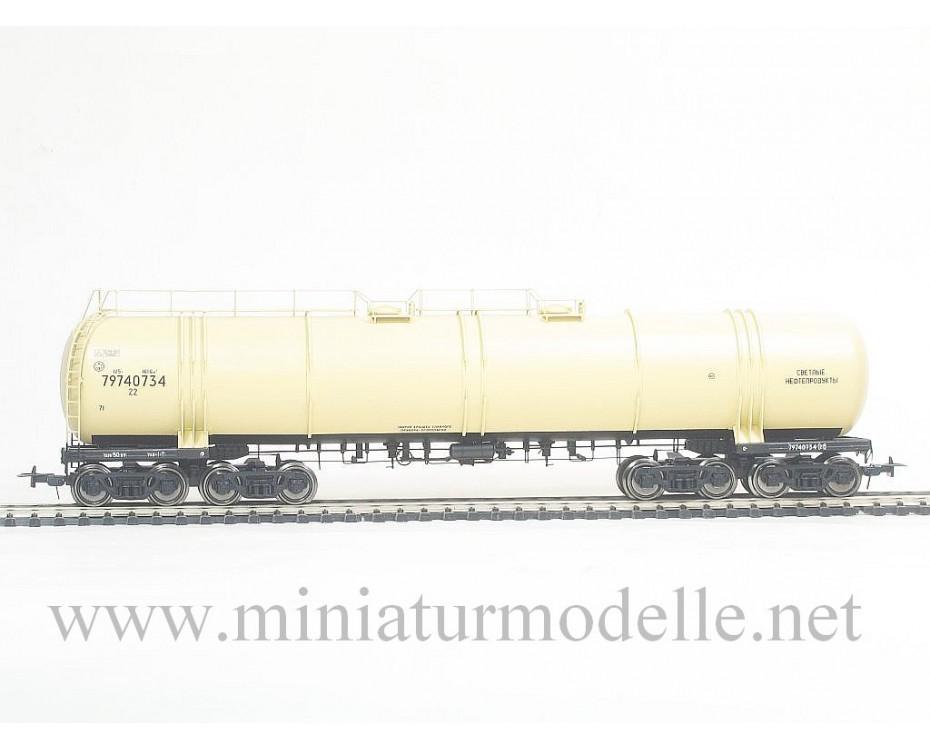 1:87 H0 Eight-axle light petroleum product tank wagon mod. 15-1500 of the SZD livery, era 4, small batches model