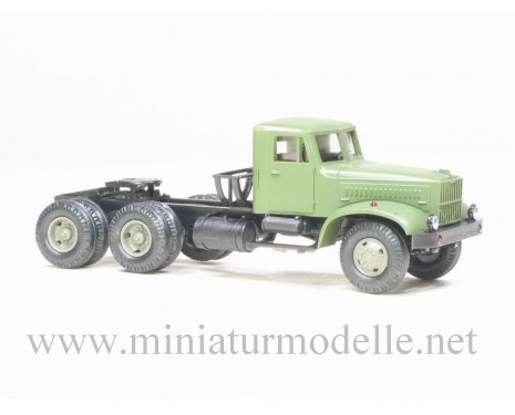 H0 1:87 KRAZ 258 B1 tractor military