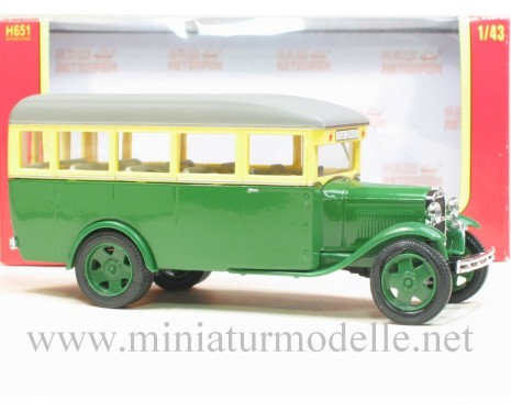 1:43 GAZ 03-30 Bus green, civil