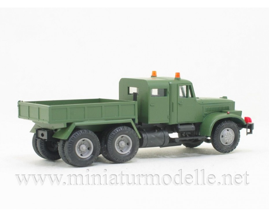H0 1:87 KRAZ 258 one and a half cabin ballast tractor, military