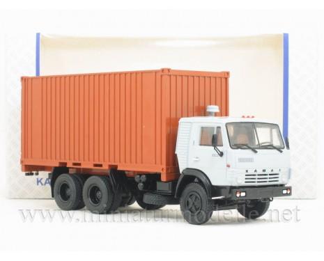 1:43 KAMAZ 53212 mit Container