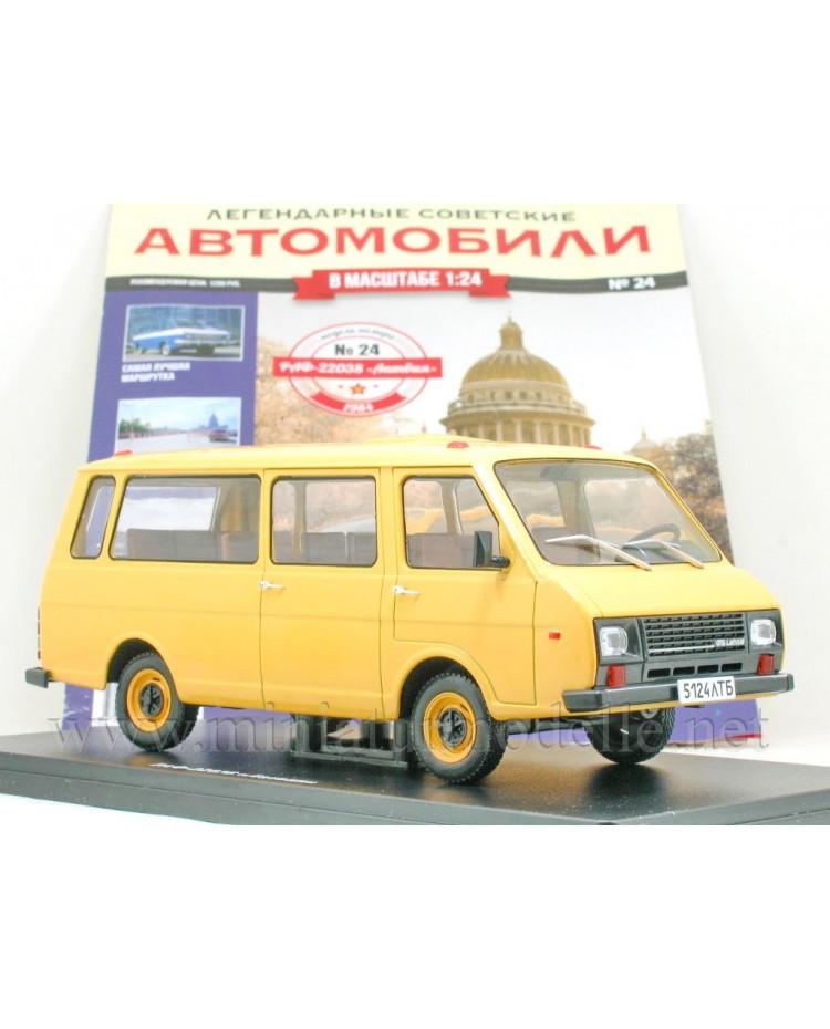 1:24 RAF 22038 Latvia Minibus mit Zeitschrift #24
