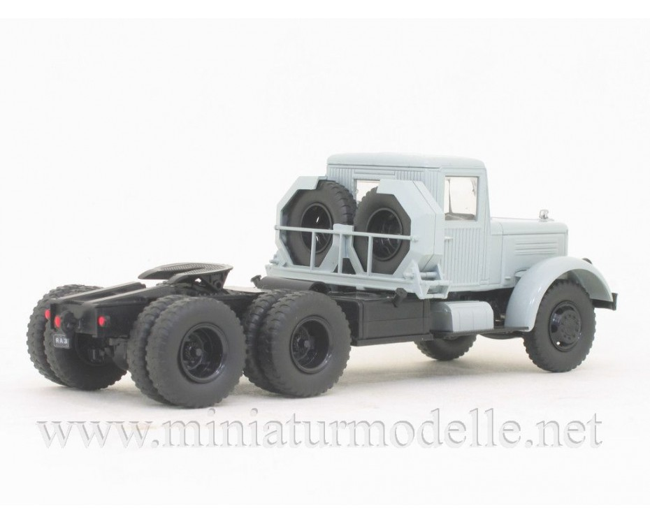 1:43 YAZ-210D tractor unit with magazine #50