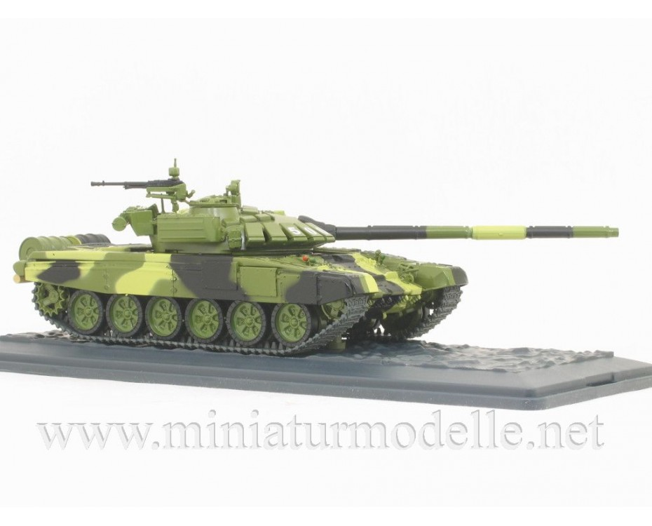 1:43 T-72B3 Soviet main battle tank with magazine #18