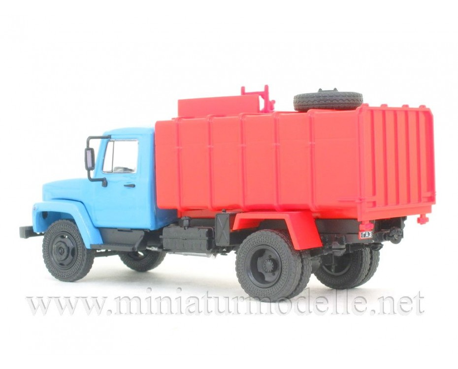 1:43 GAZ-3307 Garbage truck KO 413 with magazine #54