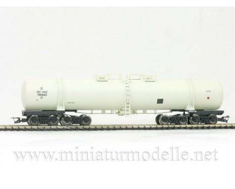 1:120 TT 3752 Eight-axle tank car for petrol transport of the RZD beige livery, era 5