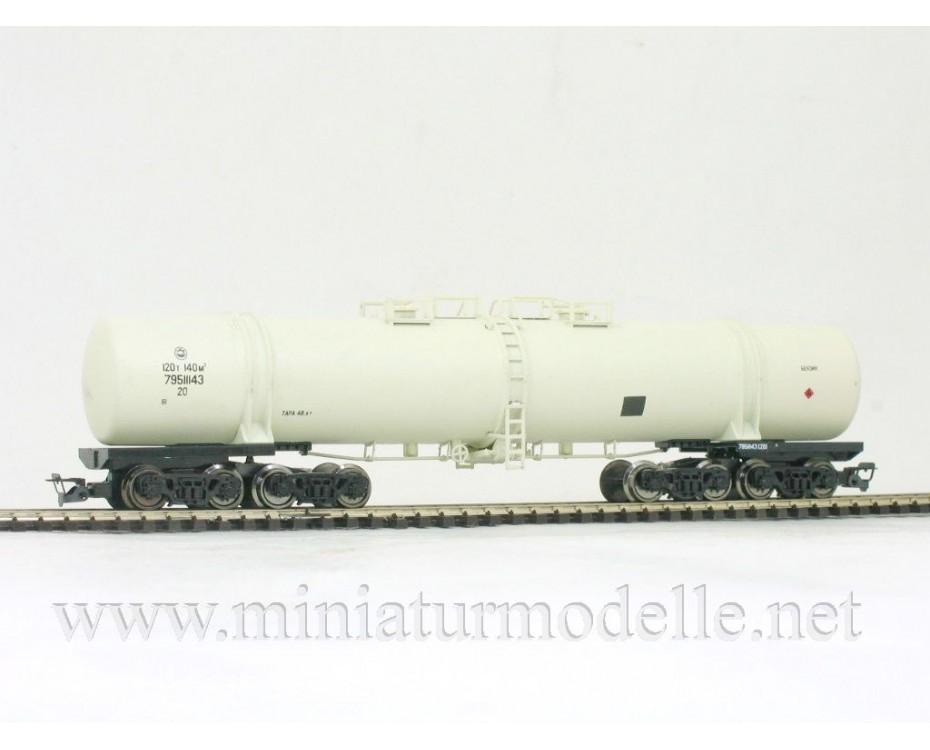1:120 TT 3752 Eight-axle tank car for petrol transport of the RZD beige livery, era 5