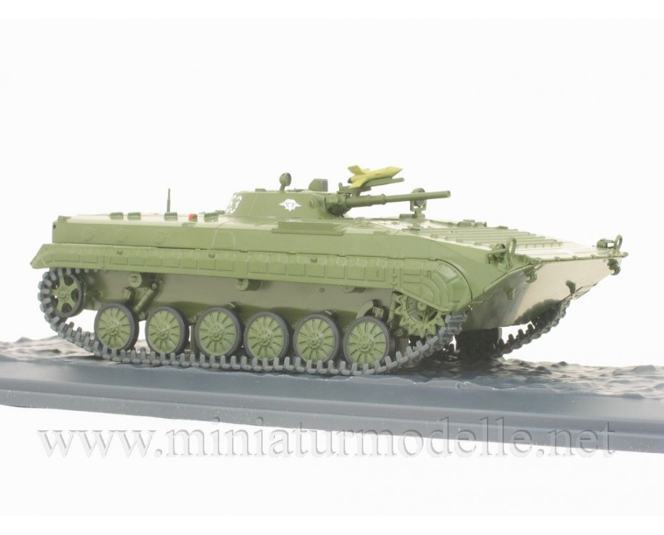 1:43 BMP 1 Soviet amphibious tracked infantry fighting vehicle with magazine #24