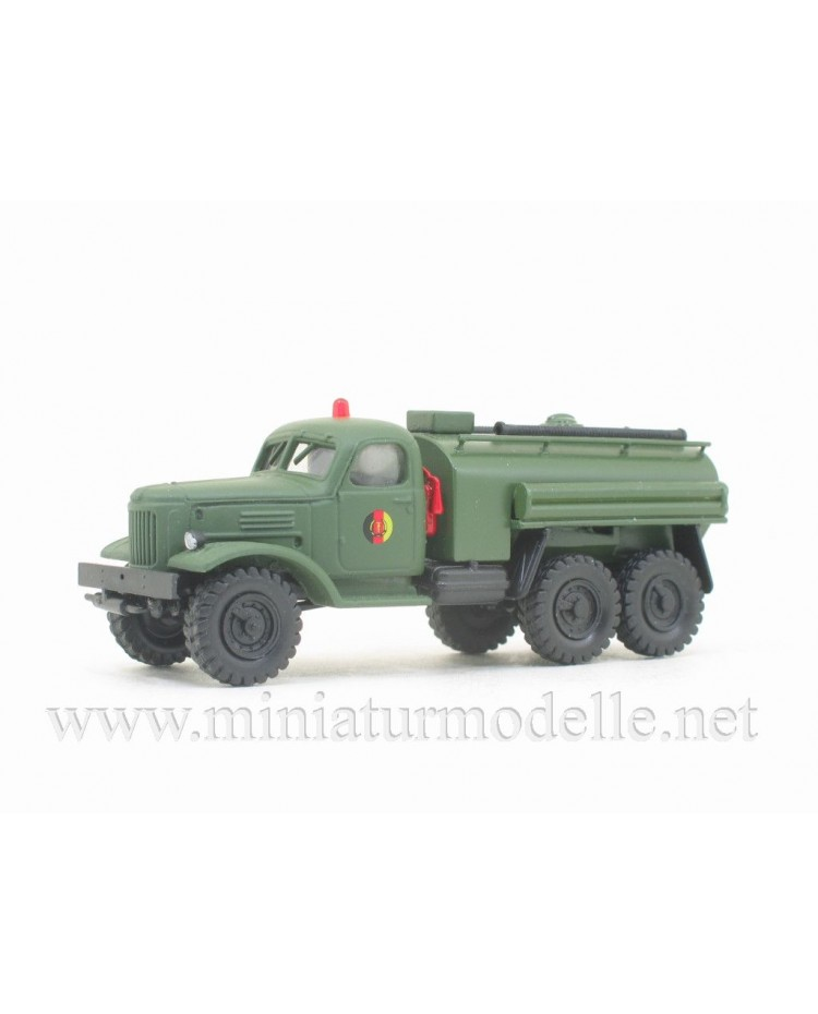 H0 1:87 ZIL 157 fuel tank truck NVA, military