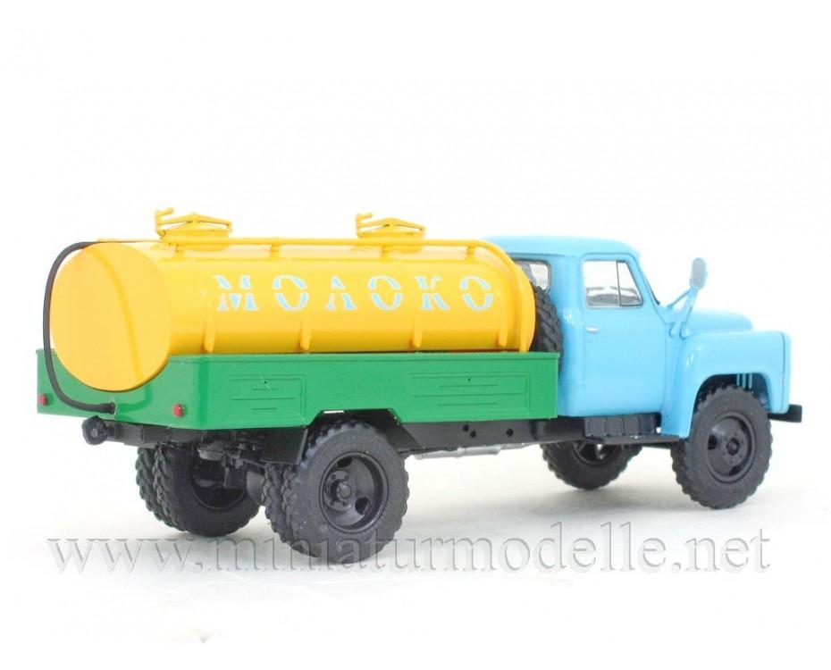 1:43 GAZ 53 milk tanker ACPT-3,3 with magazine#12