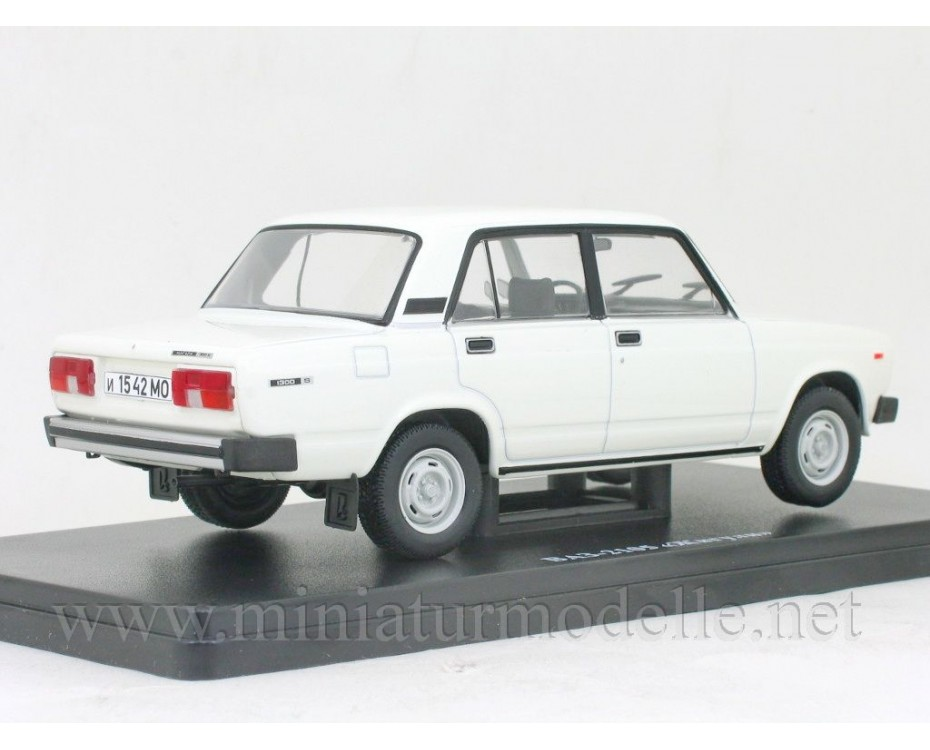 1:24 VAZ 2105 Lada Riva with magazine #57