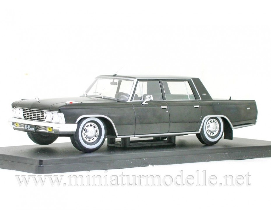 1:24 ZIL 117 limousine with magazine #58