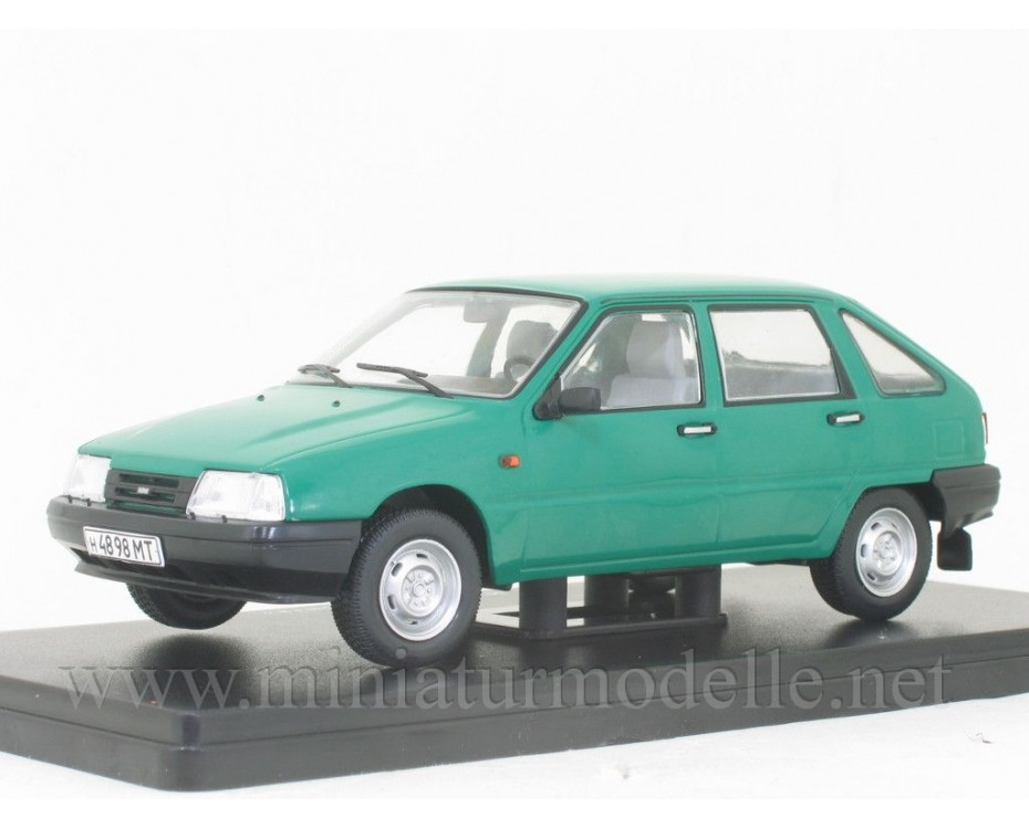 1:24 Moskvitch IZh 2126 Orbita with magazine #60
