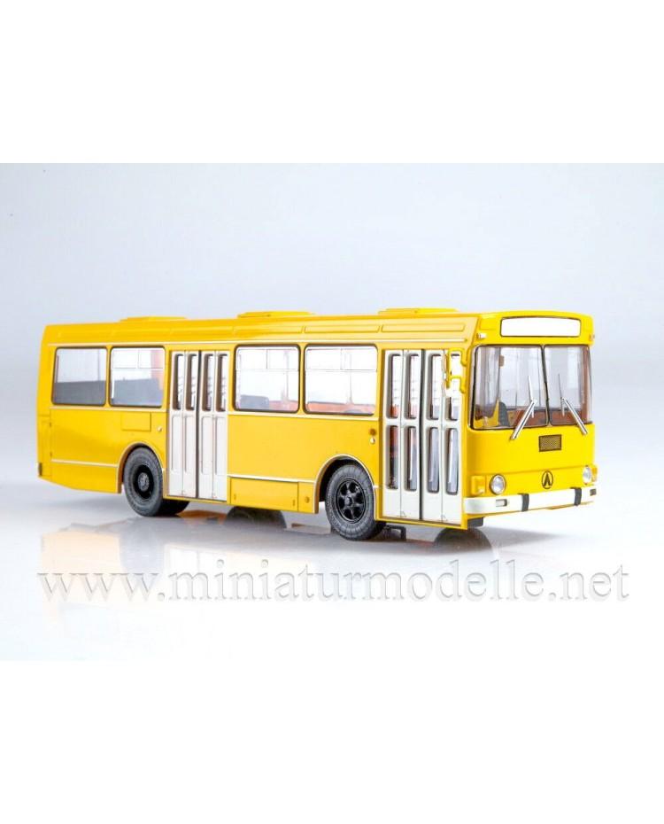 1:43 LAZ 4202 bus with magazine #12