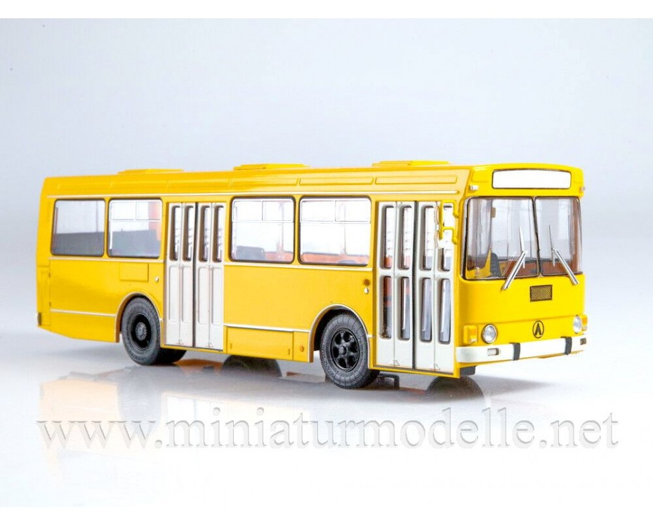 1:43 LAZ 4202 bus with magazine #12,  Modimio Collections by www.miniaturmodelle.net