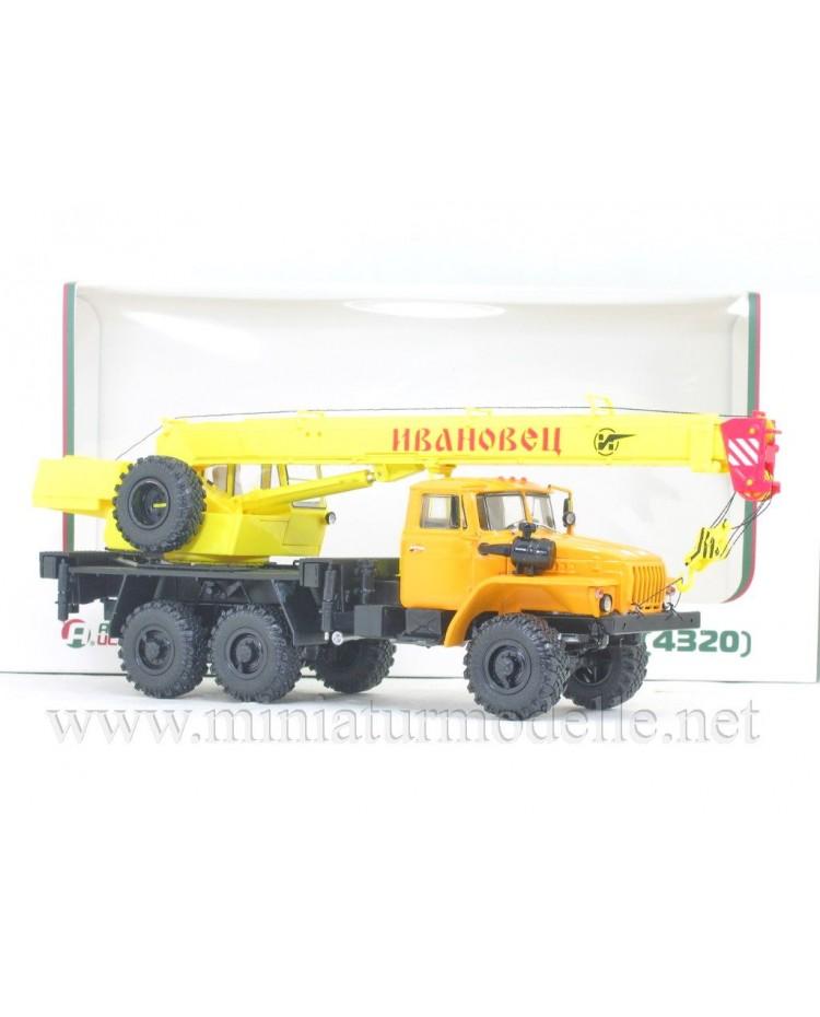 1:43 URAL 4320 mobile crane KS 3574