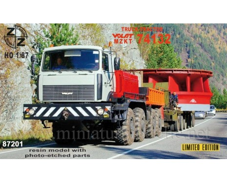 H0 1:87 MZKT 74132 Volat heavy equipment transporter