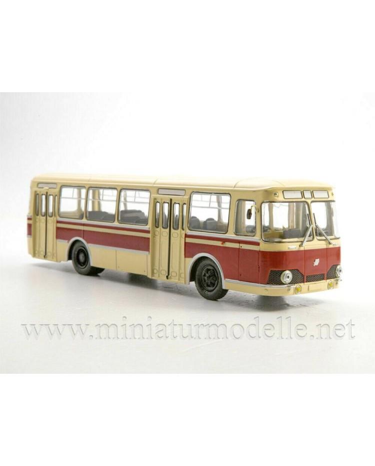 1:43 LIAZ 677 Bus with magazine #28