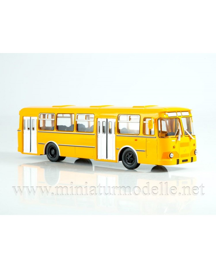 1:43 LIAZ 677 M bus with magazine #8