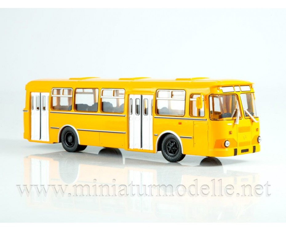 1:43 LIAZ 677 M bus with magazine #8