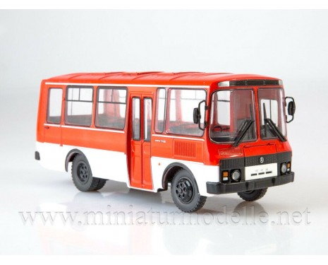 1:43 PAZ 3205 bus with magazine #2
