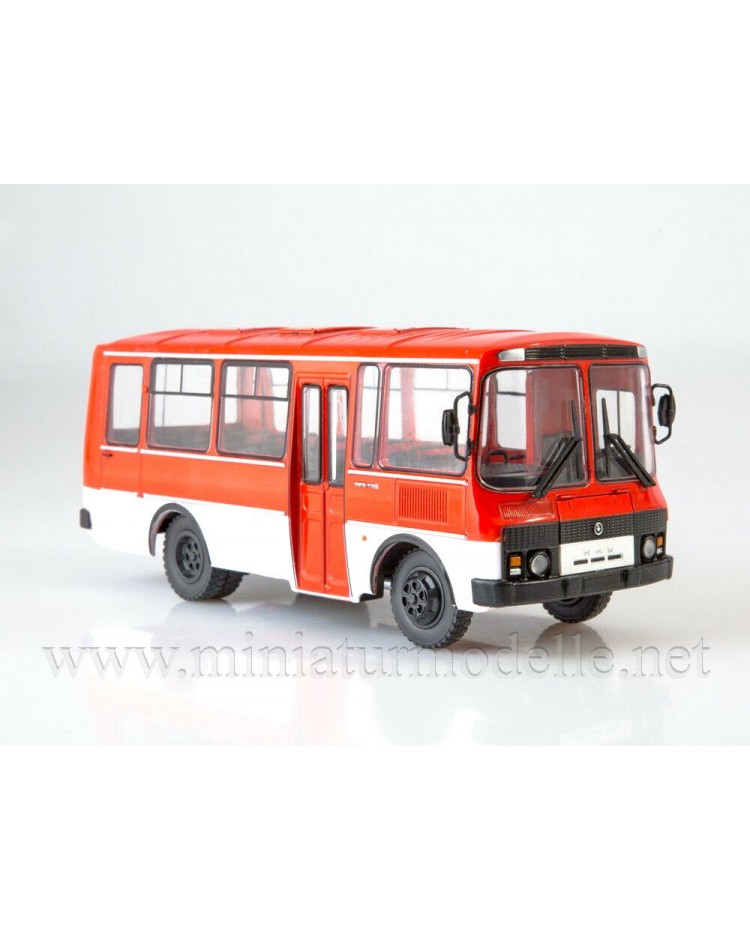 1:43 PAZ 3205 bus with magazine #2