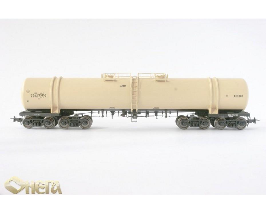 1:87 H0 8-Achsigen Kesselwagen mod. 15-871 zum Transport von Benzin, beige, SZD, 4. Epoche
