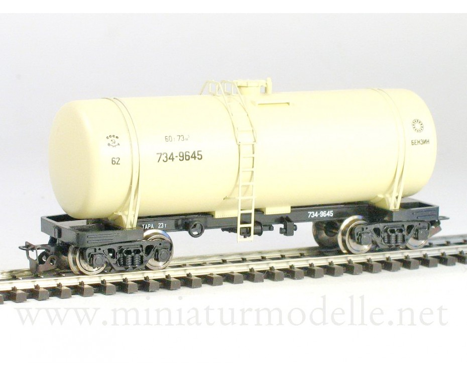 1:120 TT 3711 Tank wagon of the SZD livery, era 4