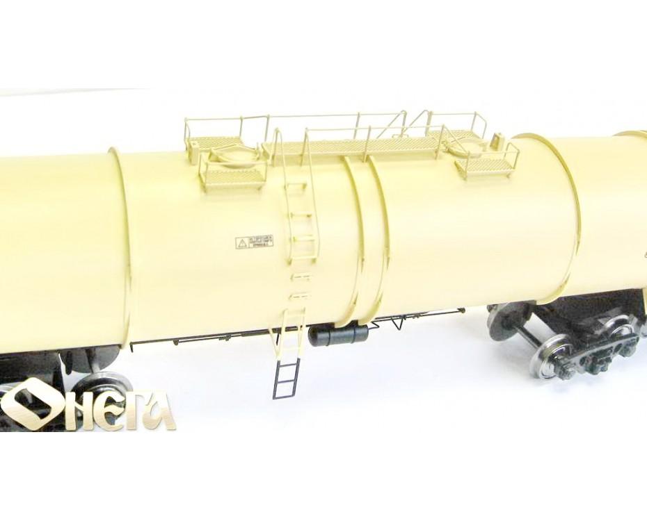 1:87 H0 8-Achsigen Kesselwagen mod. 15-1500 zum Transport von Erdolprodukte der RZD, 5. Epoche