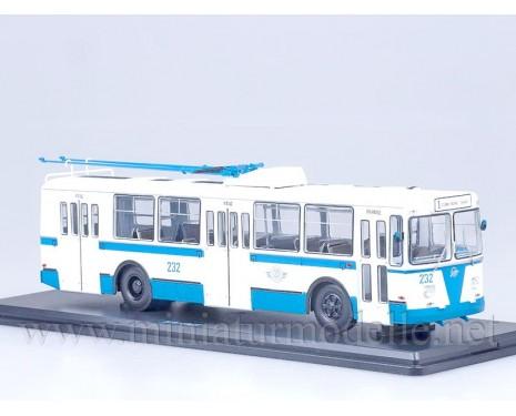 1:43 ZIU 682 B Trolleybus