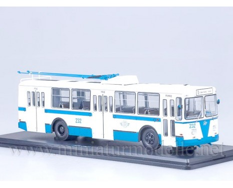 1:43 ZIU 682 B Oberleitungsbus