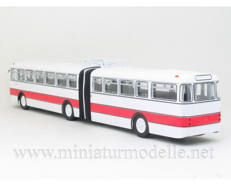 1:43 IKARUS 180 white/ red