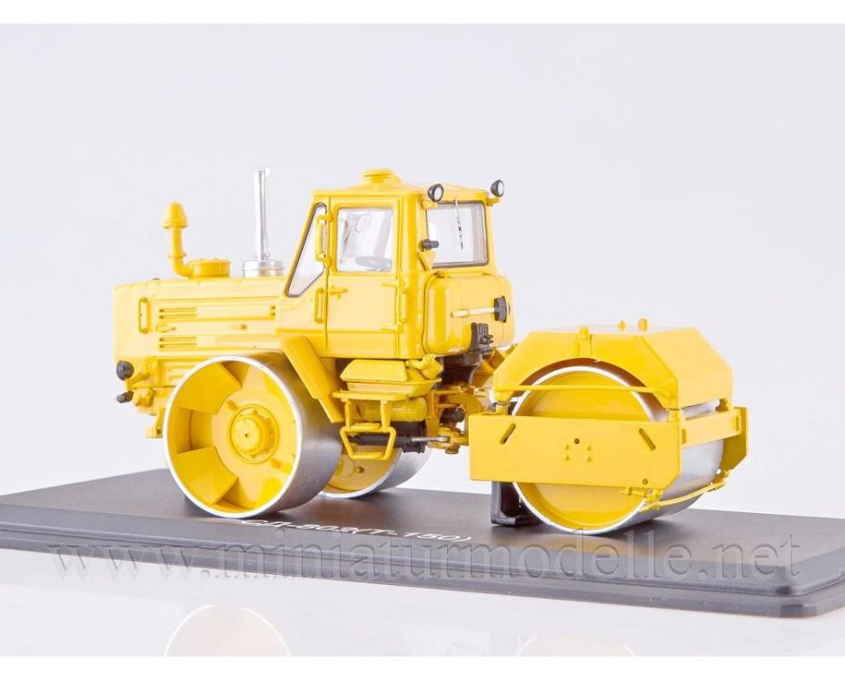 1:43 Traktor T 150 Walze SD 802