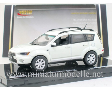 1:43 Mitsubishi Outlander new