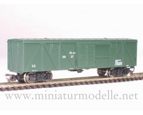 1:120 TT 3513 Single door wood box car of the SZD livery green era 4