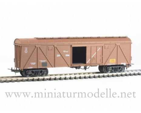1:87 H0 261 63t. Single door wood box car, #239-6014, brown, CCCP, 4 era