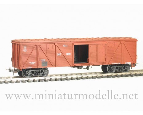 1:87 H0 286 62t. Single door wood box car, #242-8819, brown, CCCP, 3 era